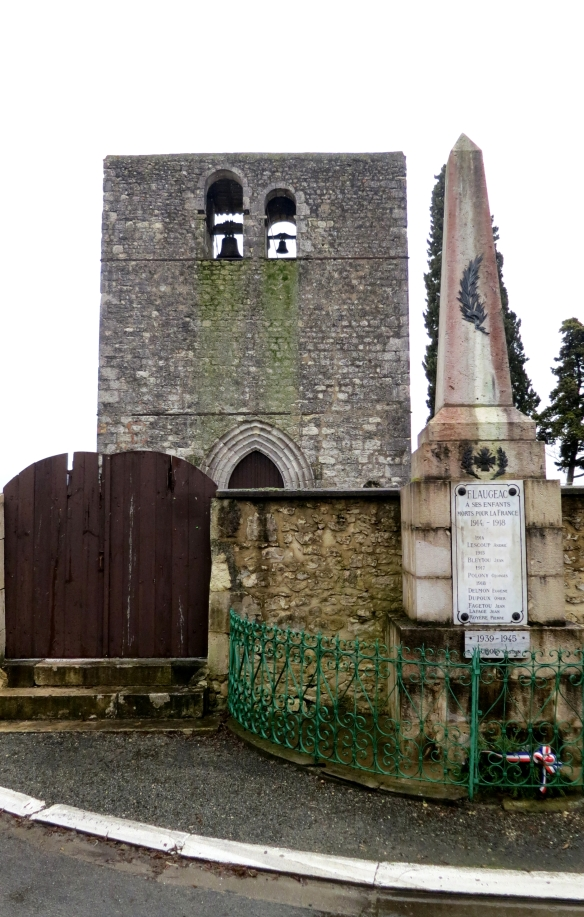 Flaugeac Church and war memorial 1.13