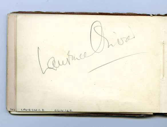 Lawrence Olivier autograph 1933