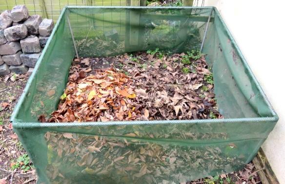 Leaf compost bin