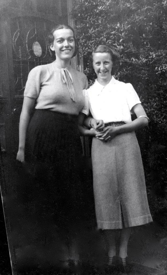 Mum Rivett & Margaret c 1940