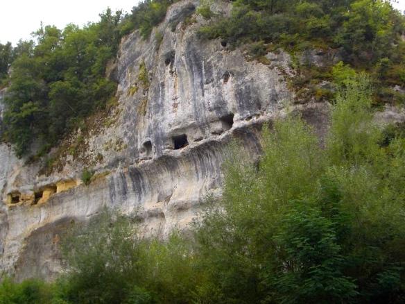 4182885-cliff_dwellers_cave_Les_Eyzies_de_Tayac