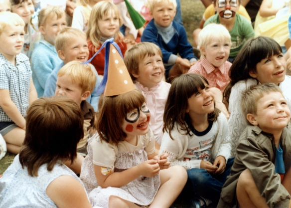 Punch and Judy audience 1985