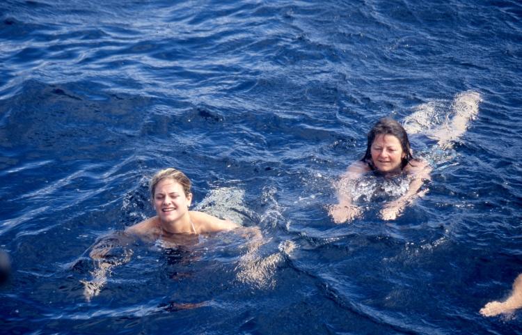 Jessica and Louisa 4.04 002