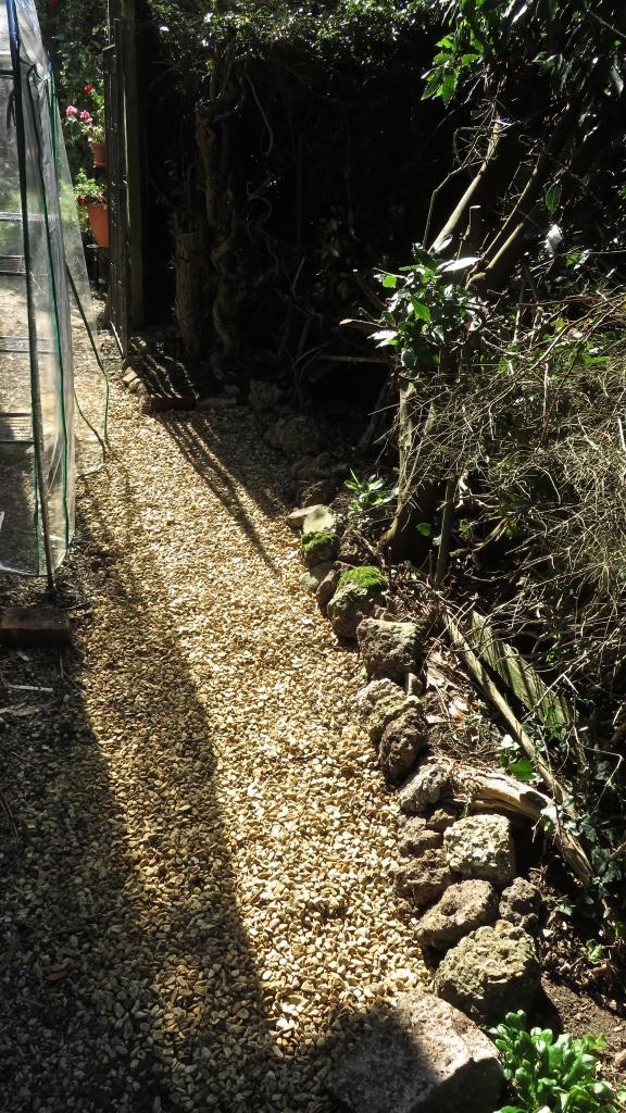 Gravel path front garden