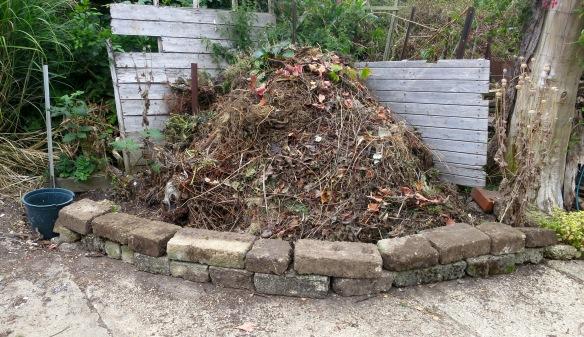 Compost wall