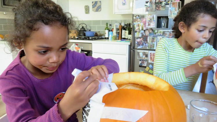 Jessica and Imogen carving pumpkins