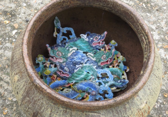 Dragons in pot