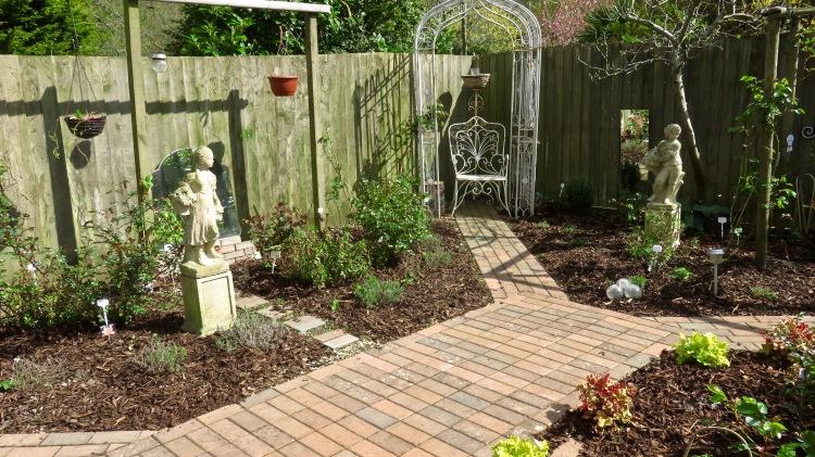 Road garden with 2 seasons