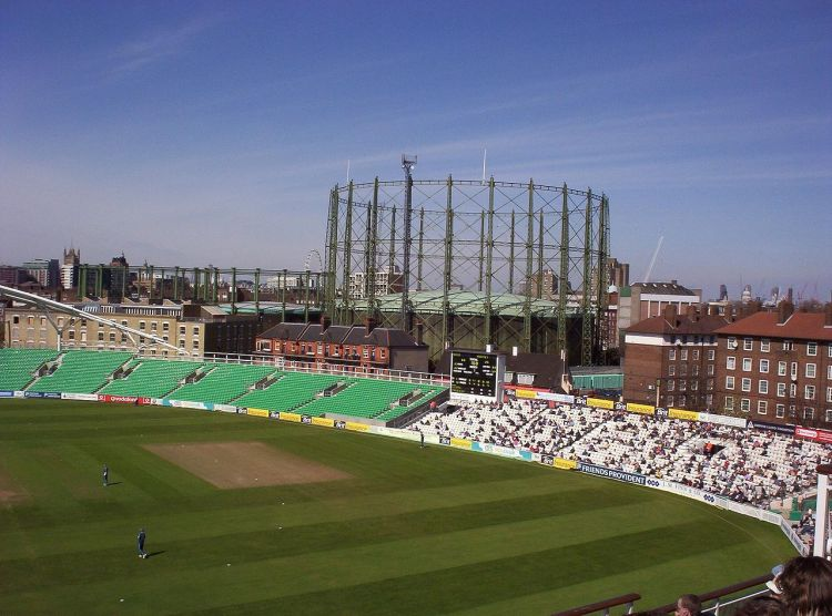 1280px-Gasholders_at_the_Oval