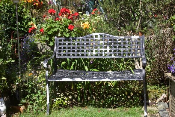 Aluminium dump bench