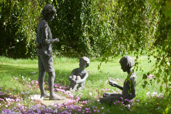Three girls sculptures