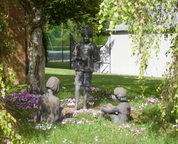 Three girls sculpture 2
