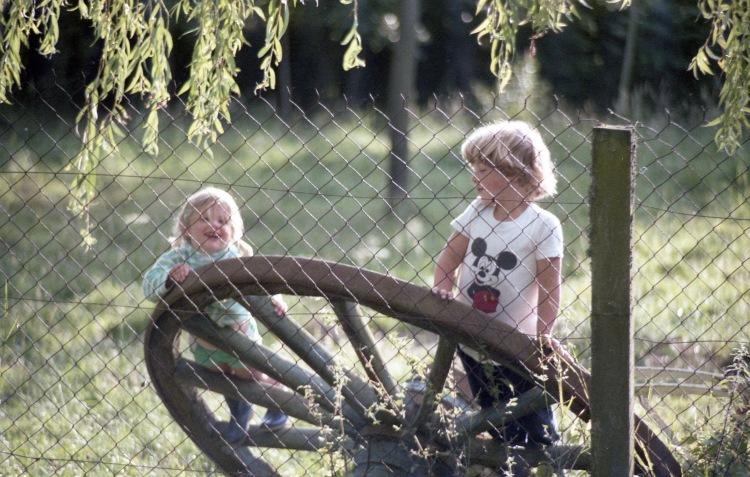 Sam and Louisa (wheel) 1985