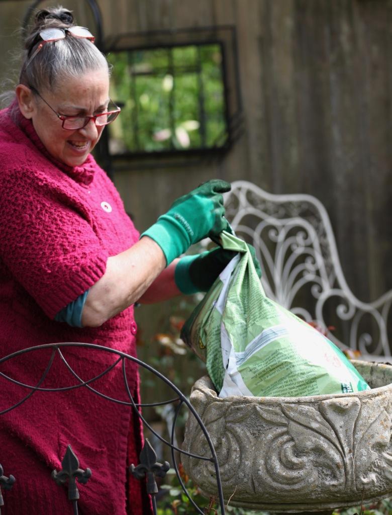 Jackie filling urn 2