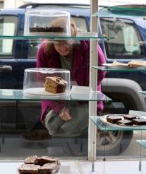 Elizabeth inspecting cake