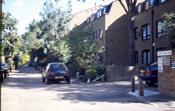 Highbury Terrace Mews N5 9.04