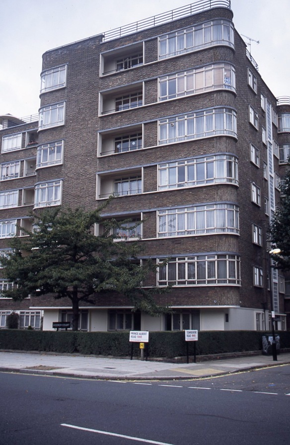 Prince Albert Road/Townshend Road NW8 10.04 1