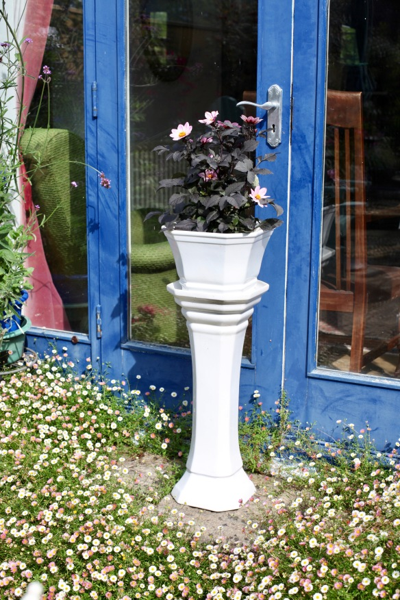 Pedestal with dahlias