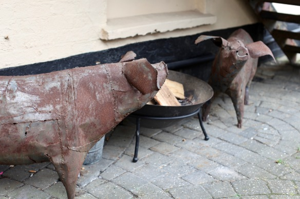 Pigs in metal