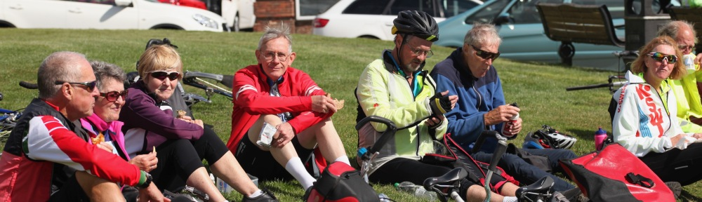 Cyclists lunching 3