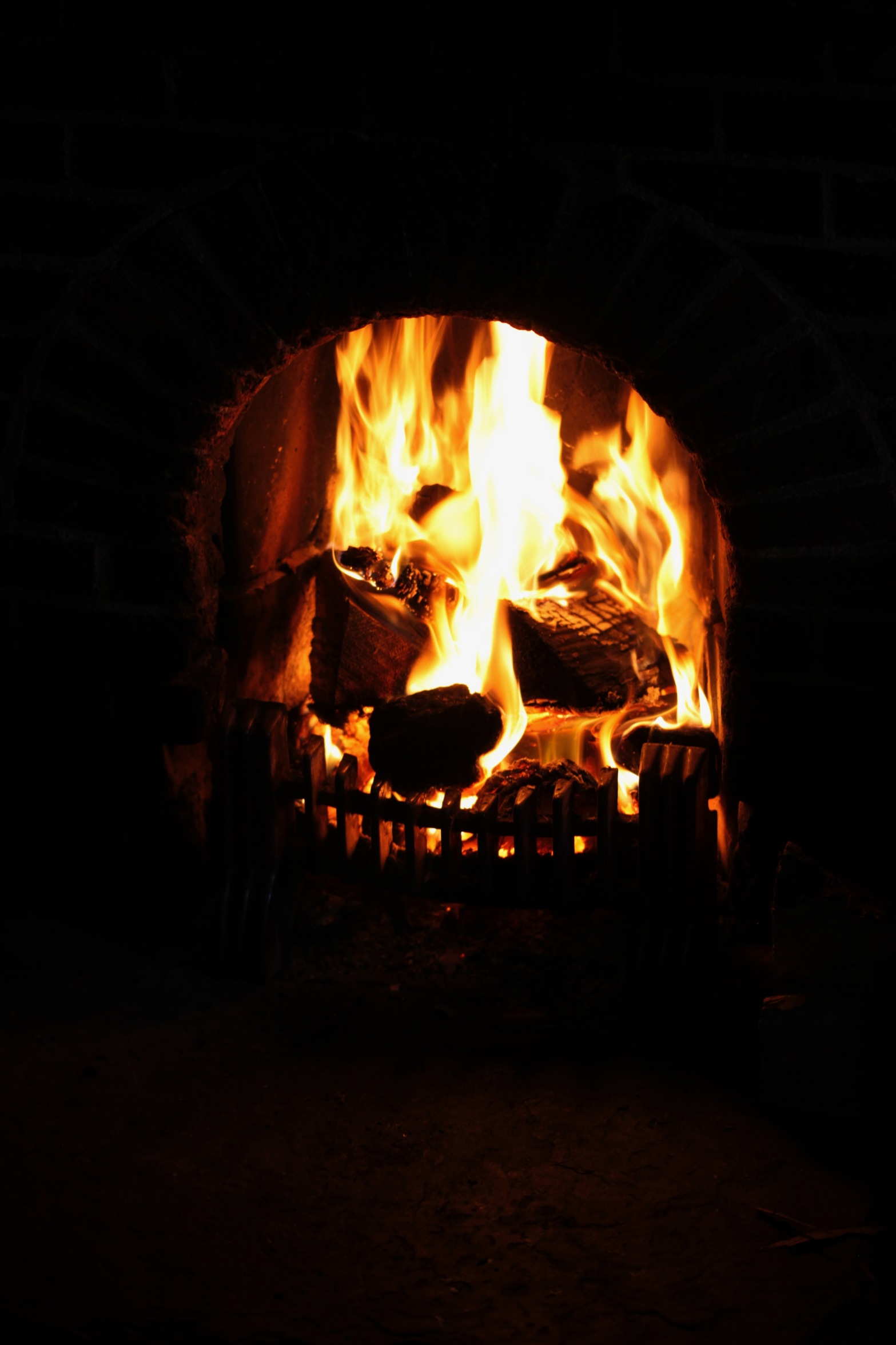 Log Fire at Turfcutter's Arms