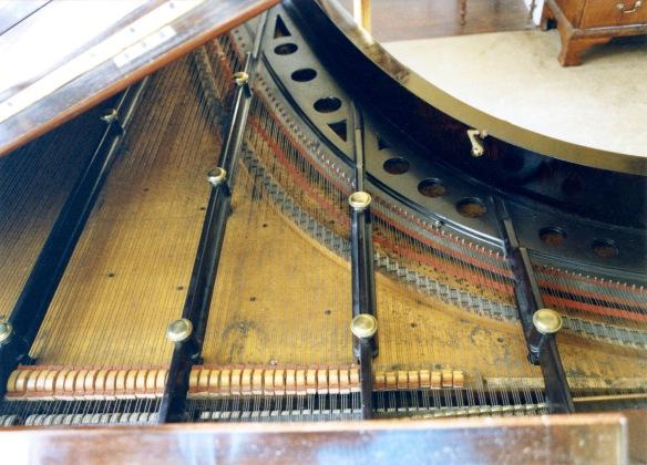 Piano open