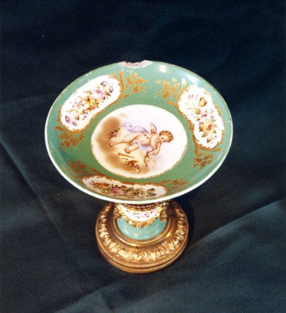 Porcelain class item for repair