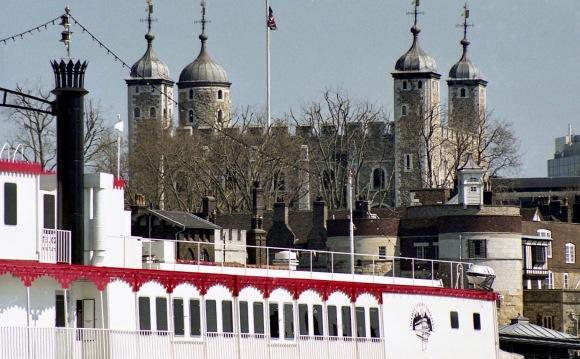 Tower Bridge and Dixie Queen 2