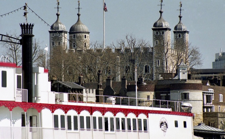 Tower Bridge and Dixie Queen 2