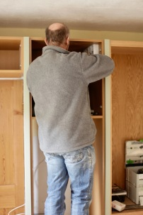 Richard fitting electrics for cooker