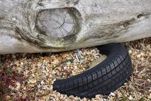 Tyre mooring ring and memorial seat