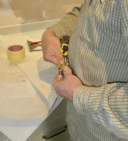Measuring door hinge