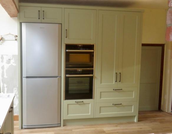 Fridge/freezer, ovens, cupboards