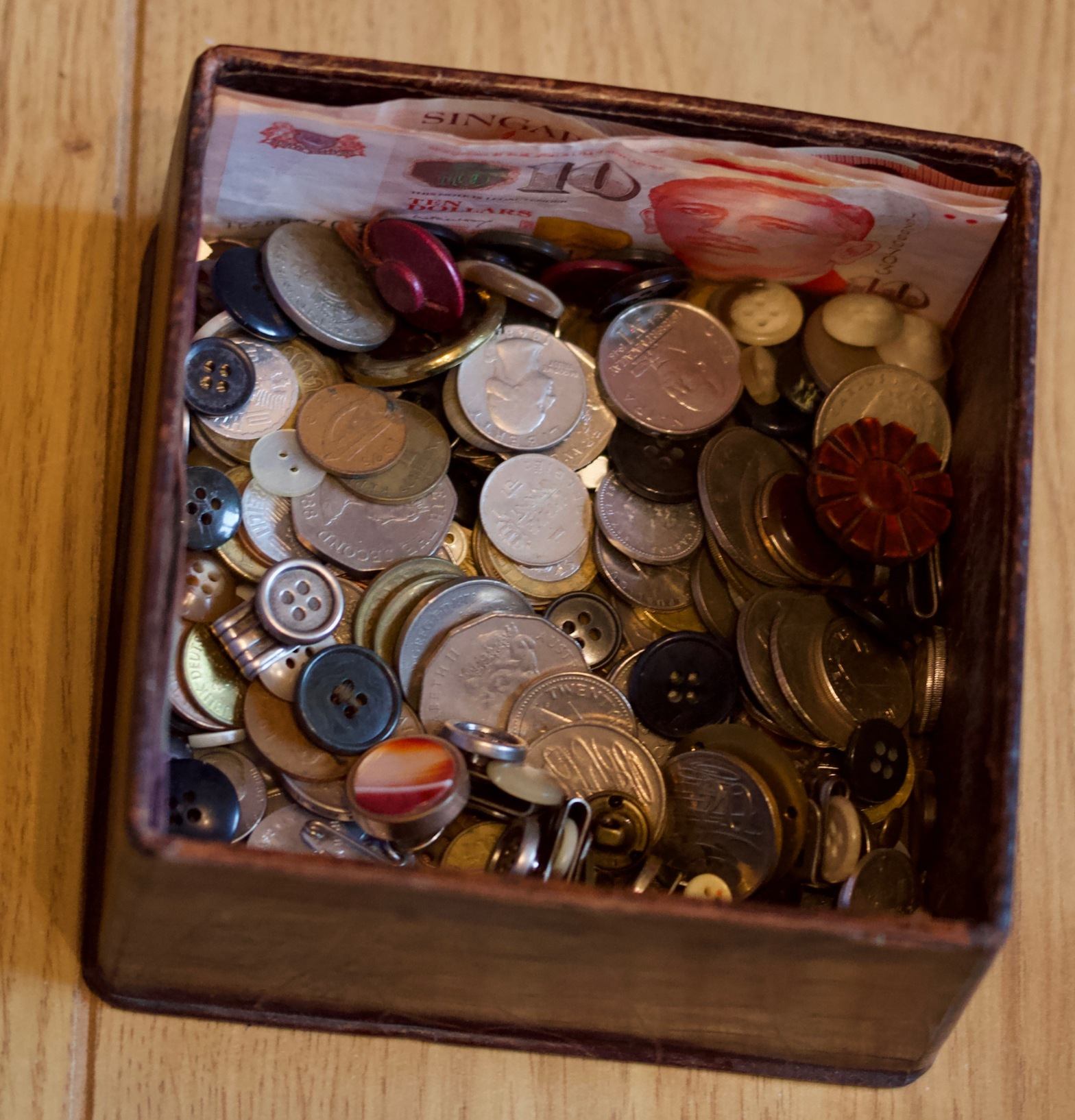 Coins, notes, buttons