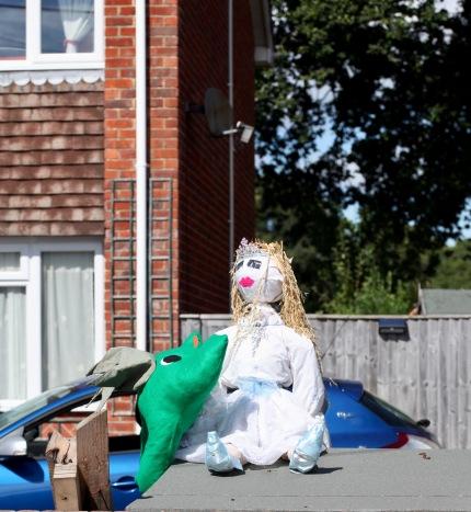 Scarecrow - Princess and dragon