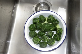 Spinach defrosting